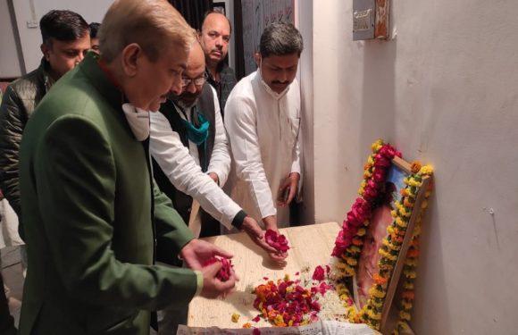 कांग्रेस कार्यकर्ताओं ने अहमद पटेल के निधन पर की शोक सभा