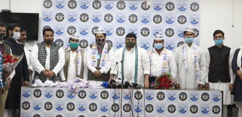पश्चिमी यूपी के कई नेताओं ने आम आदमी पार्टी का दामन थामा, संजय सिंह ने दिलाई सदस्यता
