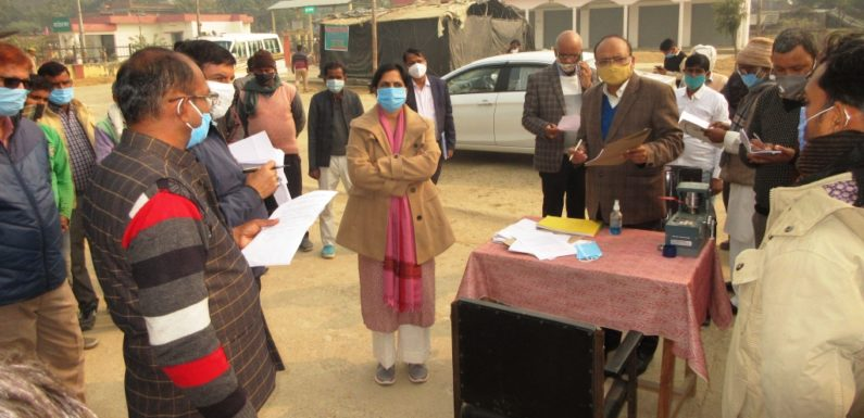 सीतापुर : नोडल अधिकारी ने  धान क्रय केंद्रों का किया निरीक्षण, चौपाल लगाकर ग्रामीणों को दी योजनाओं की जानकारी