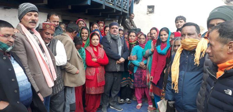 बद्रीनाथ विधायक ने जोशीमठ की सीमांत क्षेत्र में भ्रमण कर सुनी जन समस्याएं