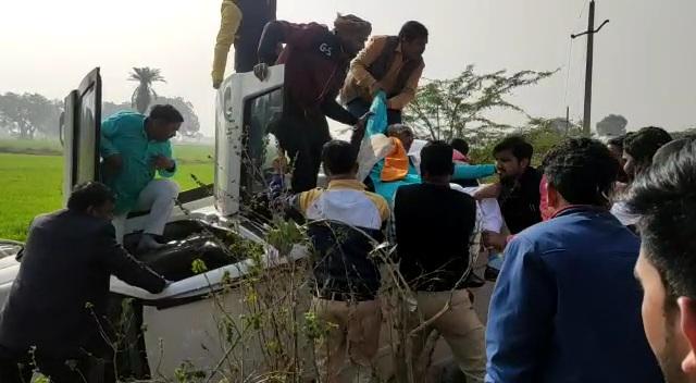 झाँसी : प्रदेश अध्यक्ष के काफिले में शामिल कार पलटी, एक घायल