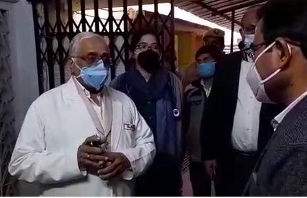 गोण्डा : डीएम मार्कण्डेय शाही अचानक पहुंचे जिला अस्पताल, किया औचक निरीक्षण