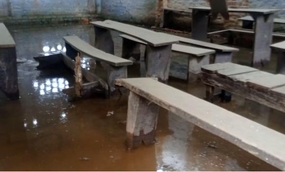 अमेठी : बांध टूटने से गेहूं की फसल हुई नष्ट, घरों में घुसा पानी