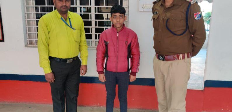 झाँसी : घर से भागे नाबालिग को चाइल्ड हेल्प लाइन को किया सुपुर्द