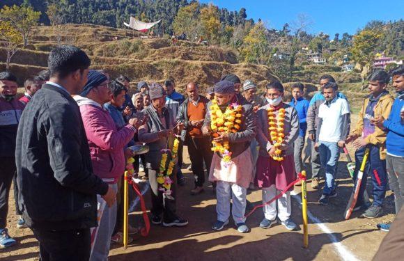 गुनियाला में विधायक महेंद्र भट्ट ने किया क्रिकेट टूर्नामेंट का शुभारंभ