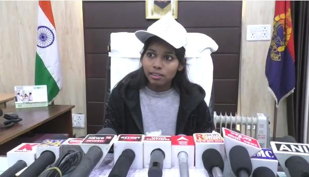 बरेली : SSP के रूप में इंटर टॉपर की छात्रा भूमिका चंद्रा ने समस्याओं को सुना