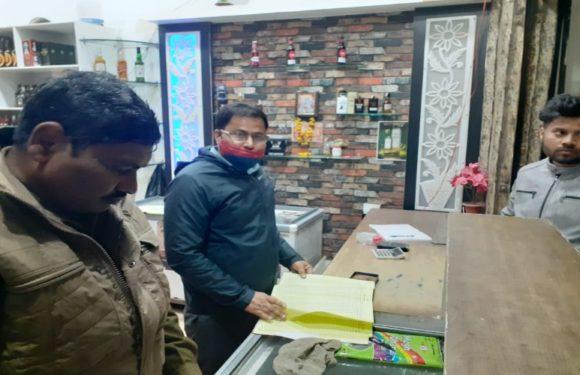 आबकारी विभाग की टीम ने किया शराब की दुकानों का औचक निरीक्षण