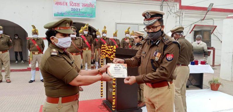 लखनऊ : प्रभारी निरीक्षक डायल 112 के शिवा शुक्ला को किया गया सम्मानित