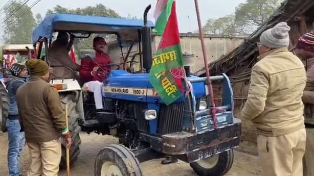 सिद्धार्थनगर : किसानों के समर्थन में ट्रैक्टर रैली, पुलिस और सपा कार्यकर्ताओं के बीच झड़प
