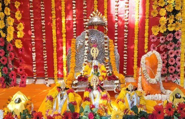 श्री रामलला को भव्य मंदिर में लगाया गया दही, पापड़, घी के साथ खिचड़ी का भोग