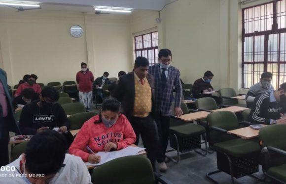 अयोध्या : कुलपति प्रो0 रविशंकर सिंह ने किया एमबीबीएस परीक्षा का औचक निरीक्षण