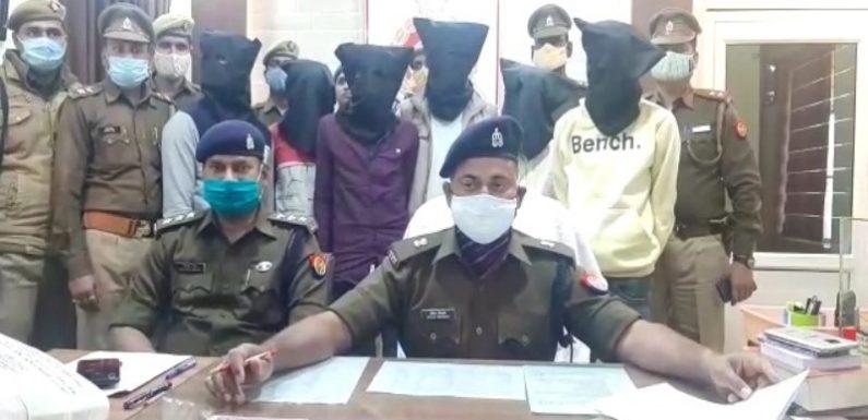 झाँसी शातिर बदमाशों को लूट की नगदी नाजायज शास्त्रों सहित किया गिरफ्तार