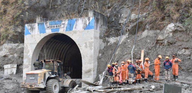 उत्तराखंड त्रासदी: सर्च टीम ने अब तक निकाले 32 लोगों के शव