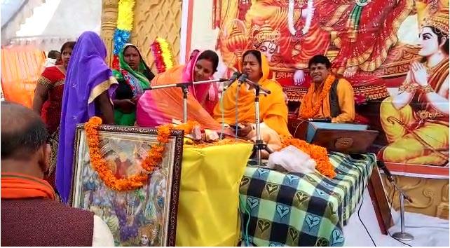 अमेठी: 3000 से अधिक महिलाओं ने इकट्ठे होकर उत्साह के साथ की अवसान मैया की पूजा
