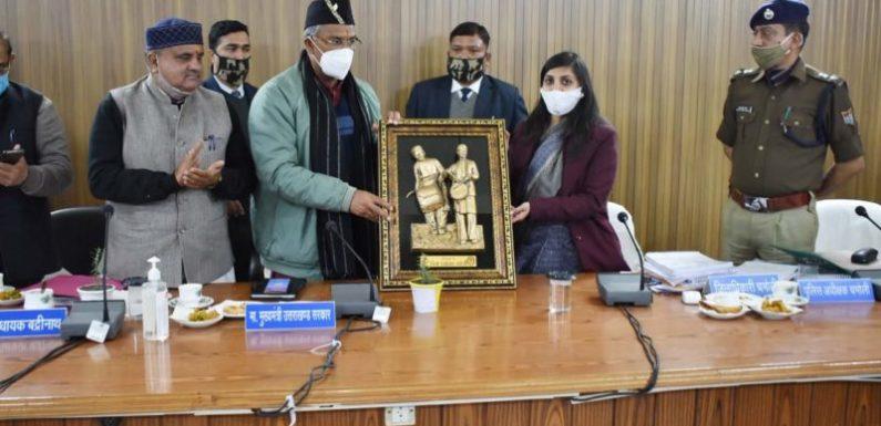 मुख्यमंत्री त्रिवेन्द्र सिंह रावत ने चमोली में जिला स्तरीय अधिकारियों की समीक्षा बैठक की