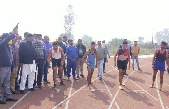 जिलाधिकारी ने किया जनपद स्तरीय खुली ग्रामीण खेलकूद प्रतियोगिता का शुभारंभ