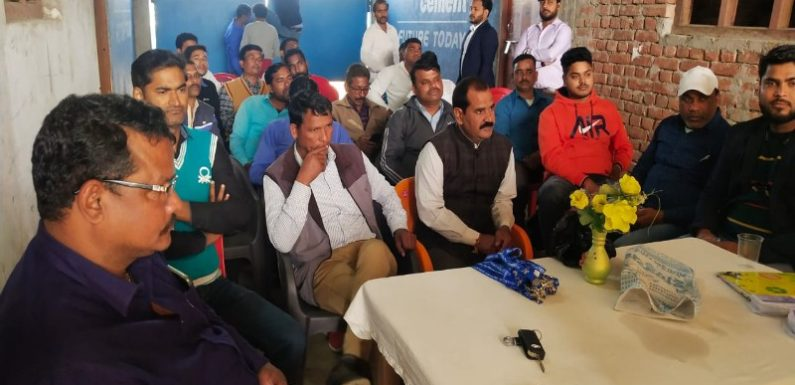 पूर्वांचल पत्रकार एशोसिएशन तहसील इकाई कैम्पियरगंज की हुई मासिक बैठक