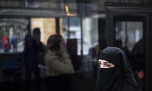 स्विट्जरलैंड में हिजाब से चेहरा ढकने पर पाबंदी, मुस्लिम संगठनों ने जताया विरोध