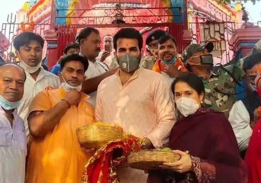 जहीर खान ने झारखंड के छिन्नमस्तिके मंदिर में की अराधना, पत्नी सागरिका भी रहीं मौजूद