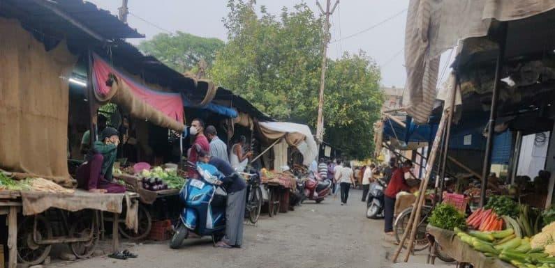 गाजियाबाद: संजय नगर में पुलिस सुस्त, कर्फ्यू नियमों का हो रहा जम के उल्लंघन