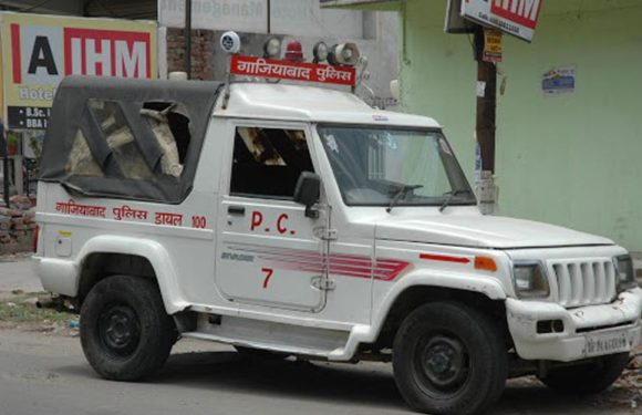 गाज़ियाबाद: संजय नगर में पुलिस पर लगे ठेलियों से तराज़ू उठाने के आरोप