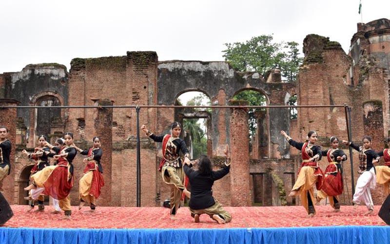 योग दिवस पर हुआ योग, कथक एवं आधुनिक नृत्य का अद्भुत संगम