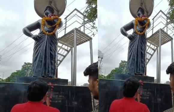 झाँसी राष्ट्रभक्त संगठन एवं हिंदू जागरण मंच द्वारा चन्द्रशेखर आजाद की मूर्ति का किया गया माल्यार्पण
