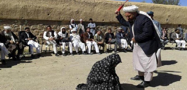 अफ़ग़ान महिलाओं को डराने वाला शरिया क़ानून असल में क्या है?